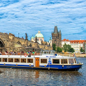 Charles bridge from Lužnice boat